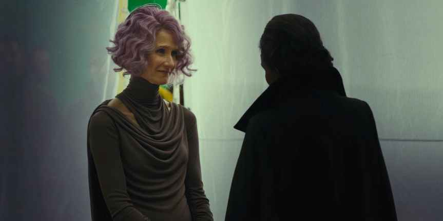 Star-Wars-The-Last-Jedi-Laura-Dern-as-Admiral-Holdo-and-Carrie-Fisher-as-General-Leia-Organa-Behind-the-Scenes.jpg